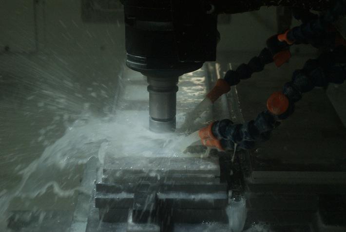 アルミ削り出し 切削加工